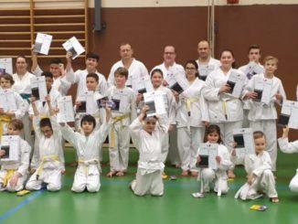 Gruppenfoto Prüflinge Karate